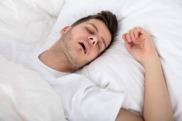 Verwijs snurken naar het verleden dankzij een snurkbeugel